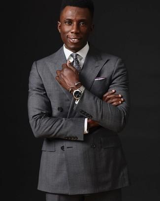 Wie kombinieren: graues Zweireiher-Sakko, weißes Businesshemd, graue Anzughose, graue gepunktete Krawatte
