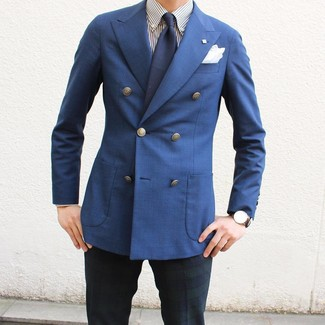 Wie kombinieren: blaues Zweireiher-Sakko, weißes und dunkelblaues vertikal gestreiftes Businesshemd, dunkelblaue und grüne Anzughose mit Schottenmuster, dunkelblaue Krawatte