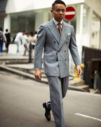 Wie kombinieren: graues Zweireiher-Sakko, weißes Businesshemd, graue Anzughose, dunkelbraune Leder Oxford Schuhe