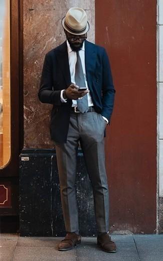 Dunkelbraune Doppelmonks aus Wildleder kombinieren: trends 2020: Paaren Sie ein dunkelblaues Zweireiher-Sakko mit einer grauen Anzughose für einen stilvollen, eleganten Look. Fühlen Sie sich mutig? Wählen Sie dunkelbraune Doppelmonks aus Wildleder.