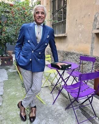 60 Jährige: Silberne Uhr kombinieren – 37 Herren Outfits: Vereinigen Sie ein blaues Zweireiher-Sakko mit einer silbernen Uhr, um einen lockeren, aber dennoch stylischen Look zu erhalten. Fühlen Sie sich mutig? Wählen Sie braunen Doppelmonks aus Leder.