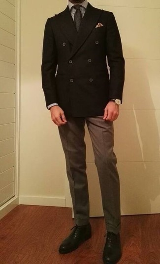 Dunkelbraune Lederuhr kombinieren – 500+ Herren Outfits: Kombinieren Sie ein schwarzes Zweireiher-Sakko mit einer dunkelbraunen Lederuhr, um mühelos alles zu meistern, was auch immer der Tag bringen mag. Fühlen Sie sich ideenreich? Ergänzen Sie Ihr Outfit mit schwarzen Leder Oxford Schuhen.