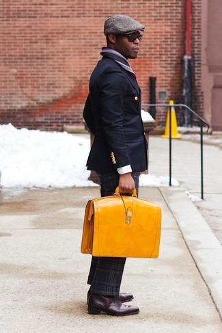 Wie kombinieren: dunkelblaues Zweireiher-Sakko, weißes Businesshemd, dunkelgraue Wollanzughose mit Schottenmuster, dunkelrote Leder Oxford Schuhe