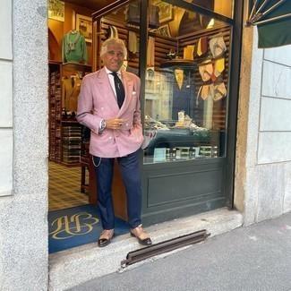 Dunkelblaue Anzughose kombinieren – 1200+ Herren Outfits: Vereinigen Sie ein rosa Zweireiher-Sakko mit einer dunkelblauen Anzughose für einen stilvollen, eleganten Look. Braune Doppelmonks aus Leder verleihen einem klassischen Look eine neue Dimension.