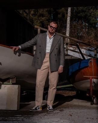 Transparente Sonnenbrille kombinieren – 500+ Herren Outfits: Kombinieren Sie ein dunkelgraues Wollzweireiher-sakko mit Schottenmuster mit einer transparenten Sonnenbrille für einen entspannten Wochenend-Look. Komplettieren Sie Ihr Outfit mit weißen und schwarzen hohen Sneakers aus Leder.
