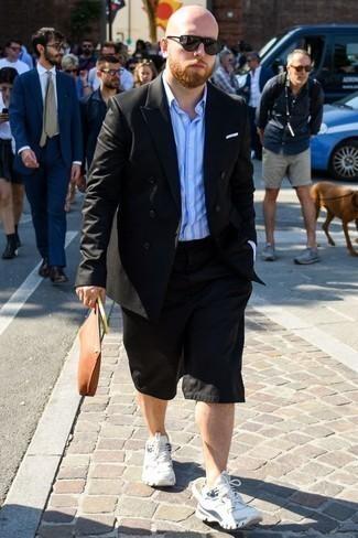 Weißes Einstecktuch kombinieren: trends 2020: Kombinieren Sie ein schwarzes Zweireiher-Sakko mit einem weißen Einstecktuch für ein bequemes Outfit, das außerdem gut zusammen passt. Wenn Sie nicht durch und durch formal auftreten möchten, wählen Sie weißen Sportschuhe.