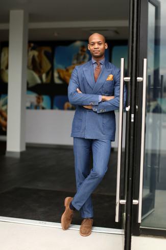Wie kombinieren: blaues Zweireiher-Sakko, blaues Langarmhemd, blaue Anzughose, beige Wildleder Oxford Schuhe