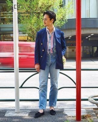 Hellblaue Jeans kombinieren – 500+ Herren Outfits: Kombinieren Sie ein blaues Zweireiher-Sakko mit hellblauen Jeans für einen für die Arbeit geeigneten Look. Fügen Sie schwarzen Wildleder Slipper mit Quasten für ein unmittelbares Style-Upgrade zu Ihrem Look hinzu.