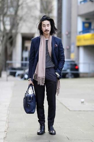 Dunkelblaues Zweireiher-Sakko kombinieren: trends 2020: Kombinieren Sie ein dunkelblaues Zweireiher-Sakko mit einer dunkelblauen Anzughose für einen stilvollen, eleganten Look. Fühlen Sie sich mutig? Komplettieren Sie Ihr Outfit mit dunkelblauen Lederformellen stiefeln.