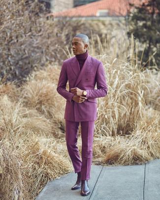 Wie kombinieren: lila Zweireiher-Sakko, dunkelroter Rollkragenpullover, lila Anzughose, dunkelbraune Chelsea-Stiefel aus Leder