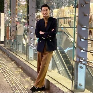 Weiße Socken kombinieren – 500+ Herren Outfits: Tragen Sie ein dunkelblaues Zweireiher-Sakko und weißen Socken für ein Alltagsoutfit, das Charakter und Persönlichkeit ausstrahlt. Fühlen Sie sich mutig? Wählen Sie schwarzen Wildleder Derby Schuhe.