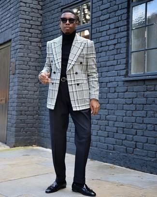 Dunkelblaue Socken kombinieren – 500+ Herren Outfits: Für ein bequemes Couch-Outfit, kombinieren Sie ein graues Zweireiher-Sakko mit Schottenmuster mit dunkelblauen Socken. Entscheiden Sie sich für dunkelblauen Doppelmonks aus Leder, um Ihr Modebewusstsein zu zeigen.