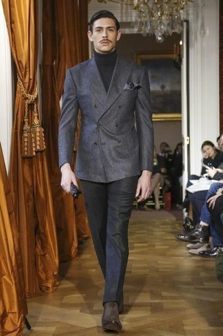 Handschuhe kombinieren – 500+ Herren Outfits: Kombinieren Sie ein dunkelgraues Zweireiher-Sakko mit Handschuhen für ein großartiges Wochenend-Outfit. Fühlen Sie sich ideenreich? Komplettieren Sie Ihr Outfit mit dunkelbraunen Chelsea Boots aus Wildleder.