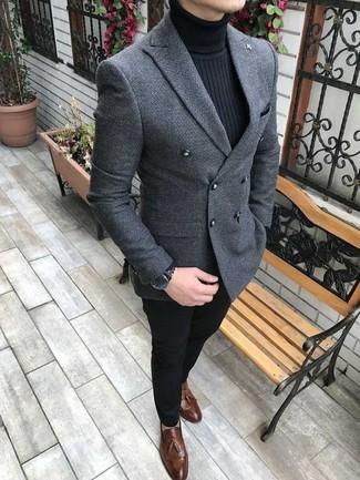 Welche Rollkragenpullover mit dunkelbrauner Slipper zu tragen: trends 2020: Erwägen Sie das Tragen von einem Rollkragenpullover und einer schwarzen Chinohose für ein sonntägliches Mittagessen mit Freunden. Ergänzen Sie Ihr Outfit mit dunkelbraunen Slippern, um Ihr Modebewusstsein zu zeigen.