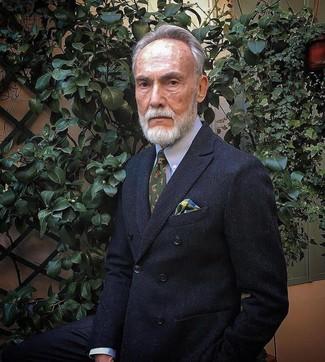 Wie kombinieren: schwarzes Zweireiher-Sakko, hellblaues Businesshemd, olivgrüne bedruckte Krawatte, mehrfarbiges Einstecktuch mit Schottenmuster