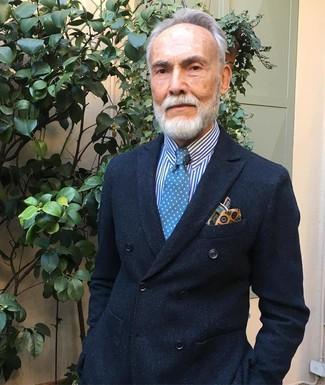 Wie kombinieren: schwarzes Zweireiher-Sakko, weißes und blaues vertikal gestreiftes Businesshemd, blaue gepunktete Krawatte, gelbes bedrucktes Einstecktuch