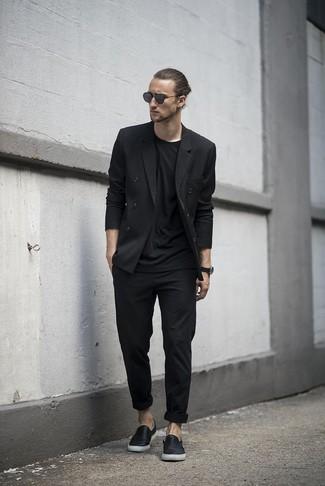 Schwarze hose schwarzes shirt