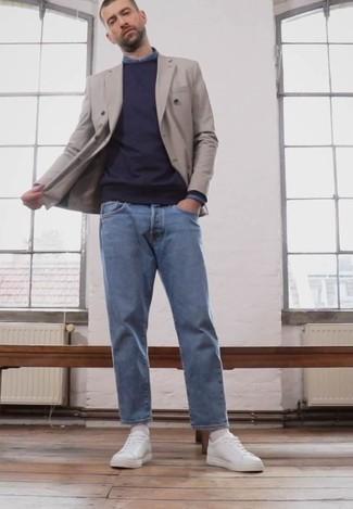 Blaues Langarmhemd kombinieren – 500+ Herren Outfits: Erwägen Sie das Tragen von einem blauen Langarmhemd und hellblauen Jeans, um einen lockeren, aber dennoch stylischen Look zu erhalten. Weiße Segeltuch niedrige Sneakers fügen sich nahtlos in einer Vielzahl von Outfits ein.
