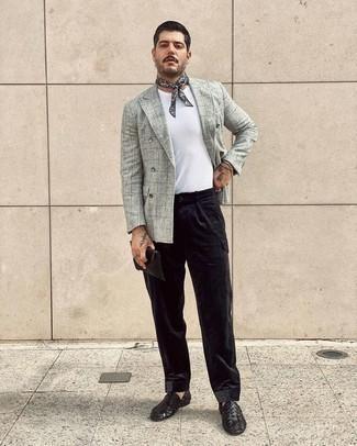 Bandana kombinieren – 675+ Herren Outfits: Für ein bequemes Couch-Outfit, entscheiden Sie sich für ein graues Wollzweireiher-sakko mit Karomuster und einen Bandana. Fühlen Sie sich mutig? Wählen Sie schwarzen geflochtenen Leder Slipper.
