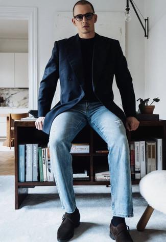 Dunkelblaues Zweireiher-Sakko kombinieren – 500+ Herren Outfits: Kombinieren Sie ein dunkelblaues Zweireiher-Sakko mit hellblauen Jeans mit Destroyed-Effekten für ein großartiges Wochenend-Outfit. Ergänzen Sie Ihr Outfit mit dunkelbraunen Monks aus Wildleder, um Ihr Modebewusstsein zu zeigen.