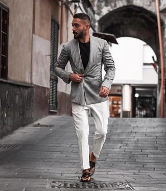Zehensandalen kombinieren: trends 2020: Geben Sie den bestmöglichen Look ab in einem weißen und schwarzen Zweireiher-Sakko mit Hahnentritt-Muster und einem weißen Businesshemd. Fühlen Sie sich ideenreich? Komplettieren Sie Ihr Outfit mit Zehensandalen.