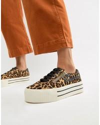 mehrfarbige niedrige Sneakers mit Leopardenmuster von Stradivarius