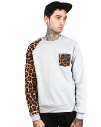 mehrfarbiger Pullover mit einem Rundhalsausschnitt mit Leopardenmuster