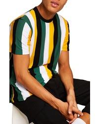 mehrfarbiges vertikal gestreiftes T-Shirt mit einem Rundhalsausschnitt