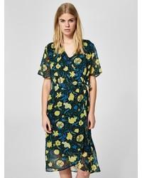 mehrfarbiges Wickelkleid mit Blumenmuster von Selected Femme