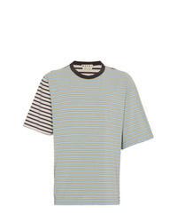 mintgrünes horizontal gestreiftes T-Shirt mit einem Rundhalsausschnitt