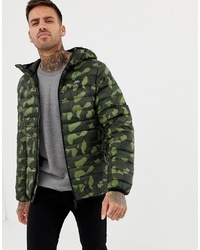 olivgrüne Camouflage Daunenjacke von Pull&Bear