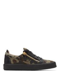 olivgrüne Camouflage Segeltuch niedrige Sneakers