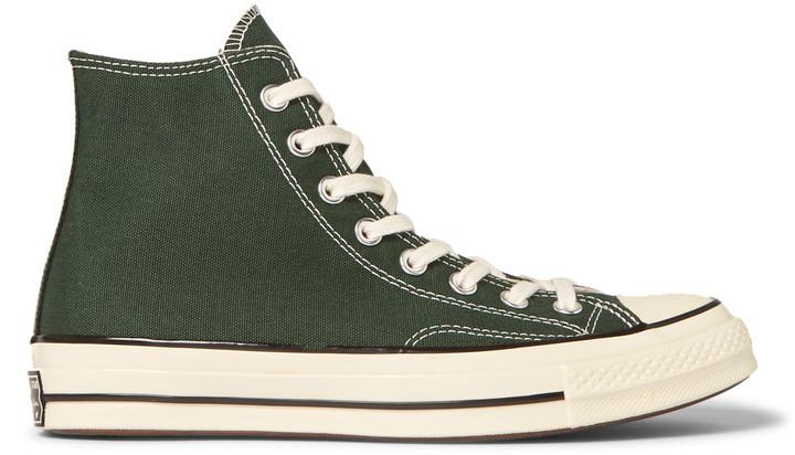 €75, olivgrüne hohe Sneakers aus Segeltuch von Converse