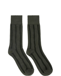 olivgrüne horizontal gestreifte Socken von Issey Miyake Men