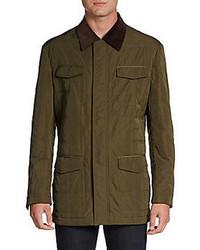 olivgrüne Jacke mit einer Kentkragen und Knöpfen