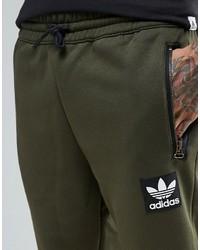 olivgrüne adidas jogginghose