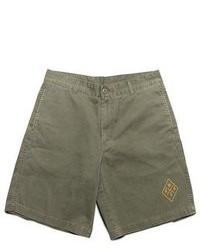 olivgrüne Shorts
