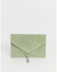 olivgrüne Wildleder Clutch von ASOS DESIGN