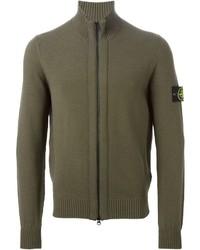 olivgrüner Pullover mit einem Reißverschluß