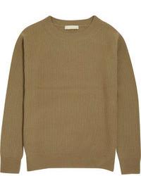 olivgrüner Pullover mit einem Rundhalsausschnitt