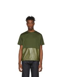 olivgrünes T-Shirt mit einem Rundhalsausschnitt von Moncler