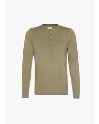 olivgrünes T-shirt mit einer Knopfleiste