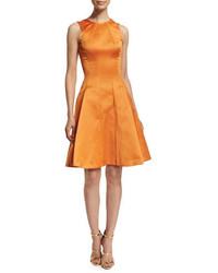 orange ausgestelltes Kleid aus Satin