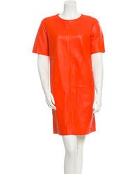 orange gerade geschnittenes Kleid aus Leder