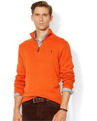 orange Pullover mit einem Reißverschluss am Kragen