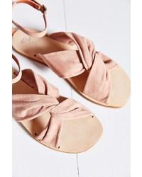 rosa flache Sandalen aus Wildleder