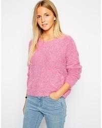 rosa flauschiger Pullover mit einem Rundhalsausschnitt von Brave Soul