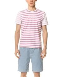 rosa horizontal gestreiftes T-Shirt mit einem Rundhalsausschnitt