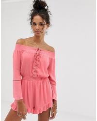 rosa kurzer Jumpsuit mit Rüschen von En Creme