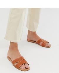 rotbraune flache Sandalen aus Leder von New Look